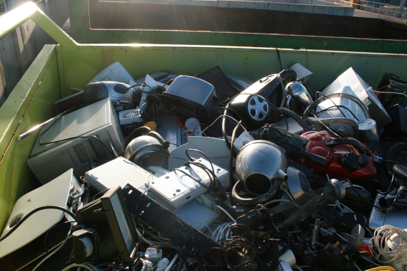 Thrown away electrical appliances at Flusco by far closer is licensed under a Creative Commons BY 2.0 Int. License.