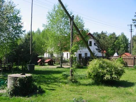 dom na wsi w ogrodzie